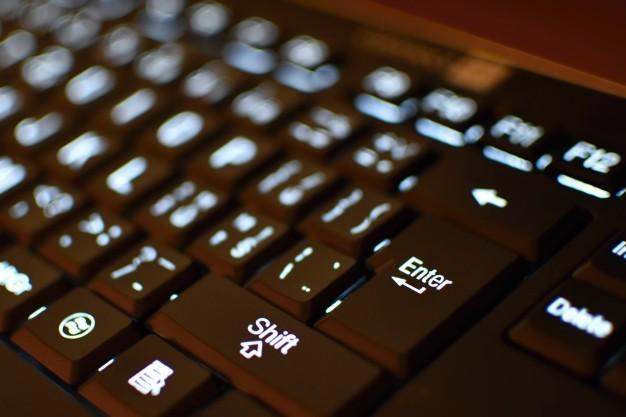 papel higiênico para limpar teclados